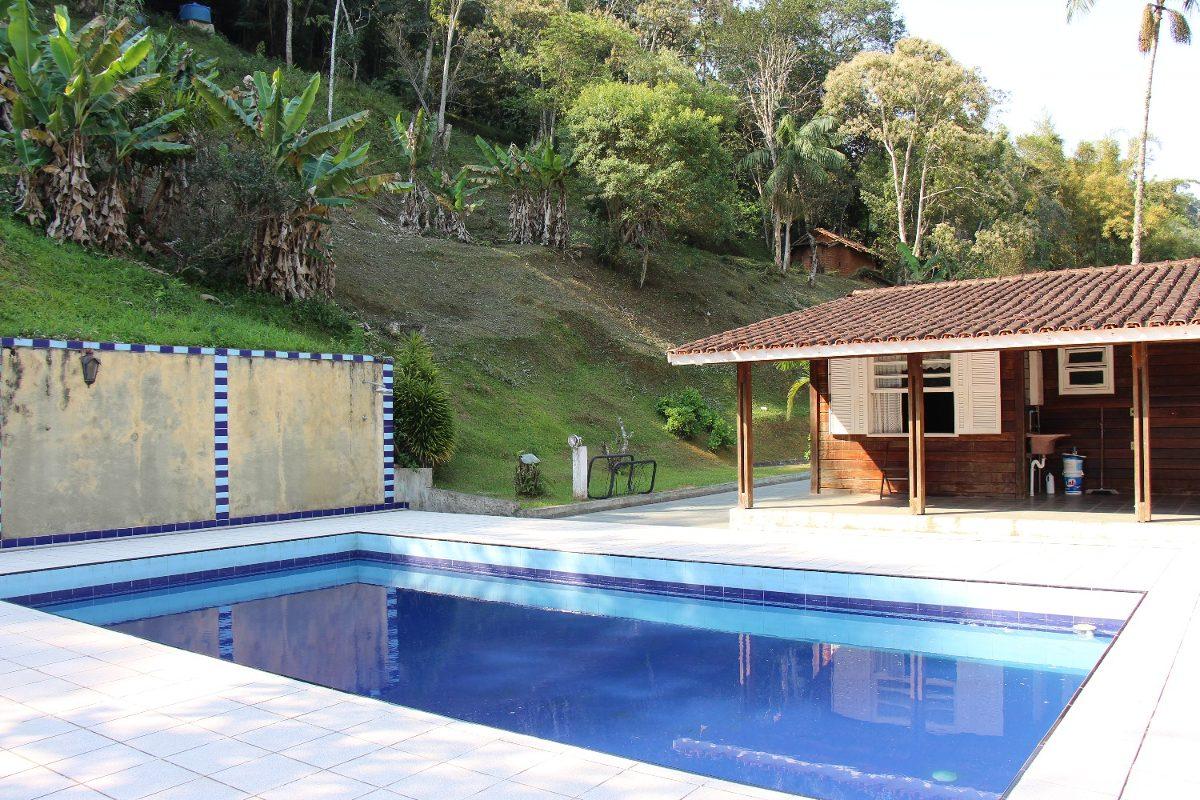 linda chácara casa pré fabricada com lago e piscina