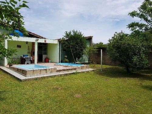 linda chácara com 3 quartos e piscina na praia, itanhaém-sp!
