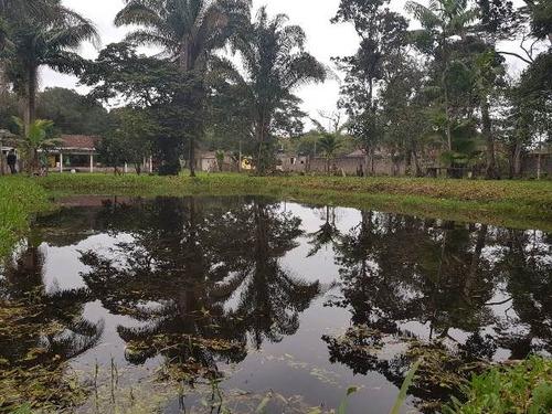 linda chácara com 4 quartos, possui um lago! itanhaém-sp