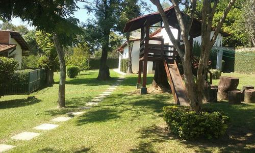 linda chácara com área de 5.000 m², local alto e tranquilo.