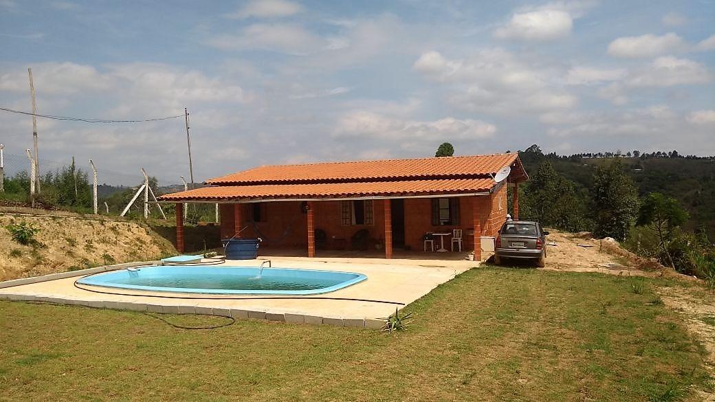 linda chácara com área de 5.000 m², piscina e bela vista.