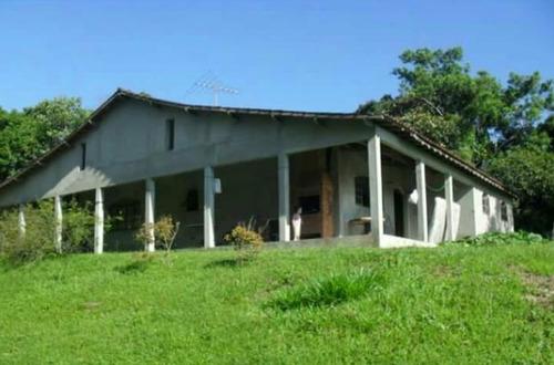 linda chácara com casa avarandada próxima a represa