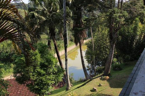 linda chácara com casa de madeira, lago e piscina juquitiba