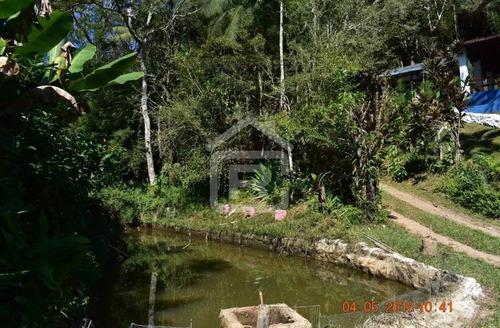 linda chácara com piscina e lago em juquitiba
