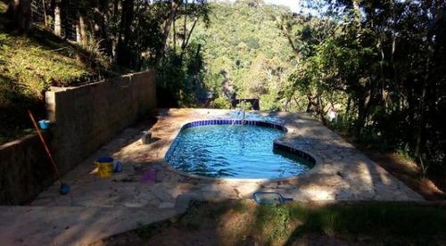 linda chácara com piscina nova bem localizada