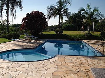linda chácara c/piscina em condominio fechado, ibiúna!