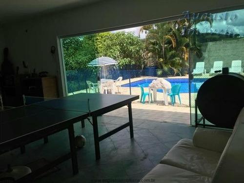 linda chácara em atibaia com piscina salão de jogos .