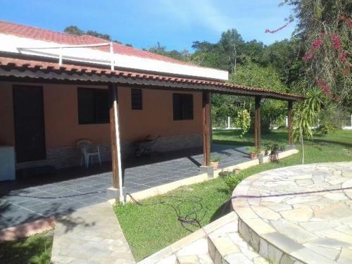 linda chácara em itanhaém, possui 3 quartos e piscina!