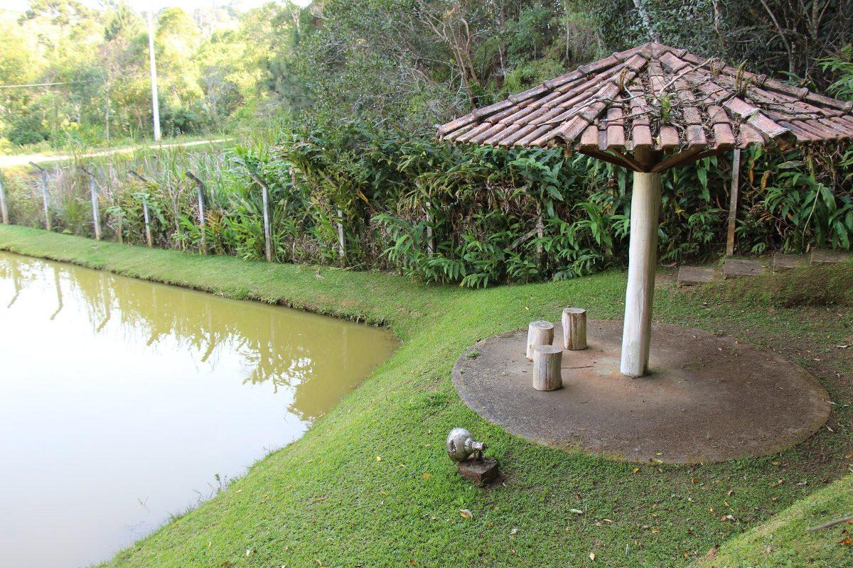 linda chácara em juquitiba bem localizada c lago e piscina