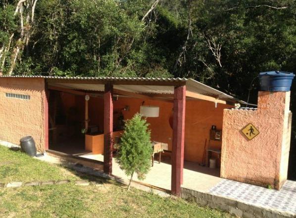 linda chácara em juquitiba com acesso para represa