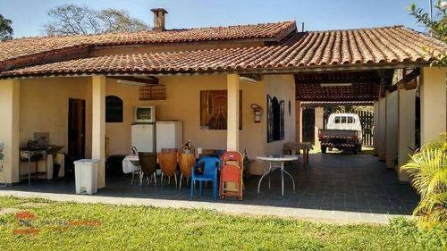 linda chácara espaçosa em bairro com boa localização - ch0049