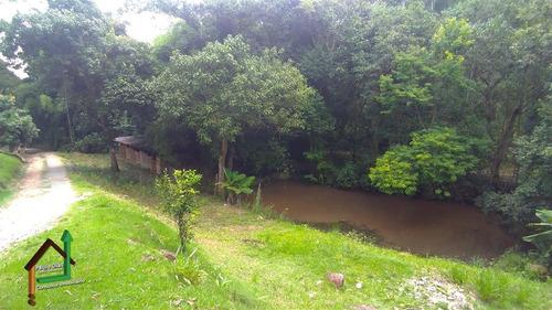 linda chácara, muito bem localizada, ideal para quem busca tranqüilidade na região do circuito das águas. - ch0037