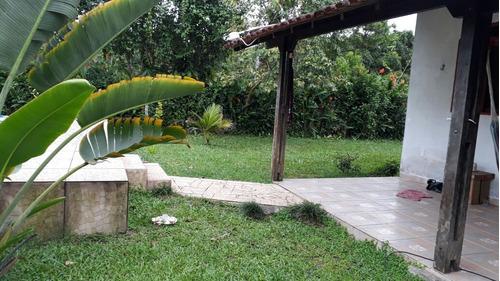 linda chácara parcelada em itanhaém, possui piscina!!!