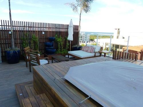 linda cobertura em localização privilegiada com  acesso exclusivo  à praia do campeche. - ap00738