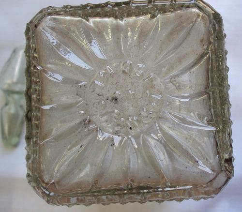 linda licoreira antiga - alto-relevo - com tampa vidro - a67