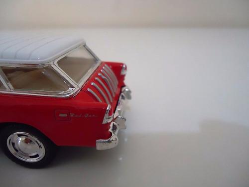 linda miniatura em metal carro antigo chevy nomad ano 1955