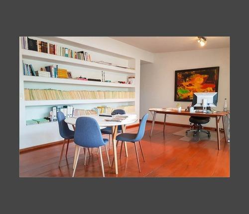 linda oficina, espacios amplios, parte baja de teca, ilumina