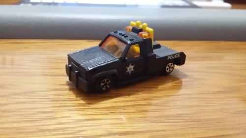 linda pick-up da polícia em miniatura - vejam a foto !!!