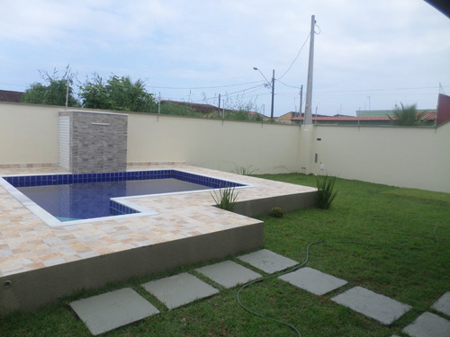 linda sobreposta com piscina independente em itanhaem