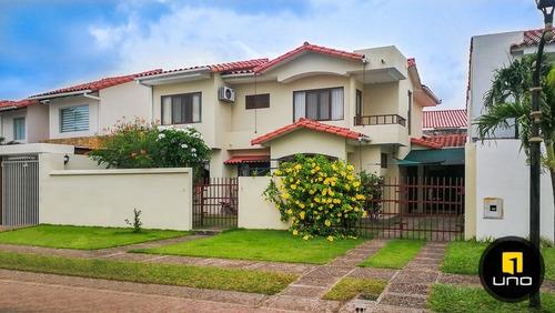 linda y amplia casa en condominio cerrado la hacienda i