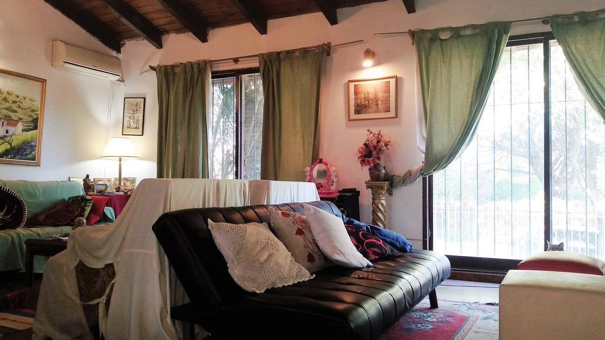 linda y amplia casa en venta en granja de funes