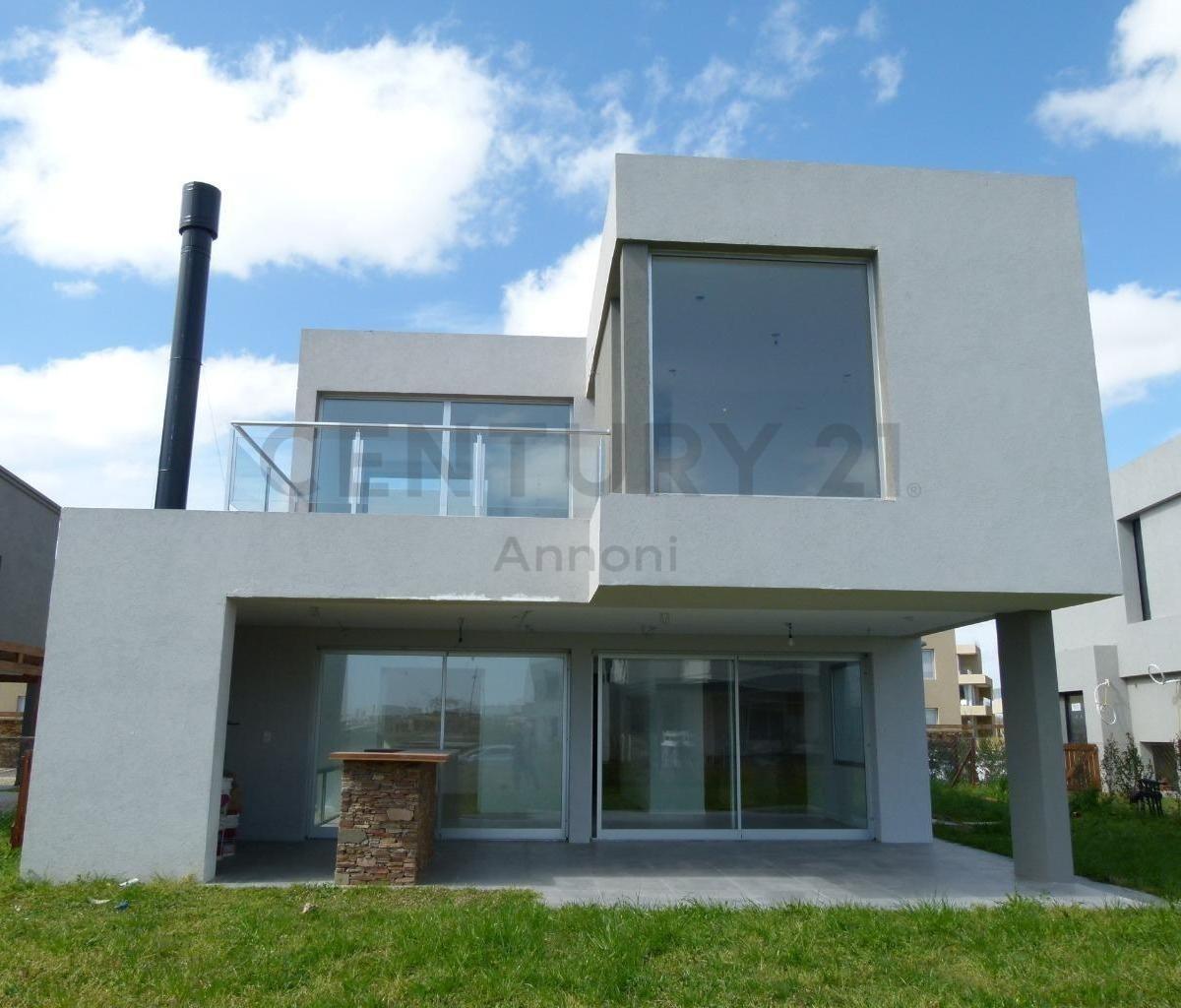 lindisima casa en venta en castaños moderna y luminosa