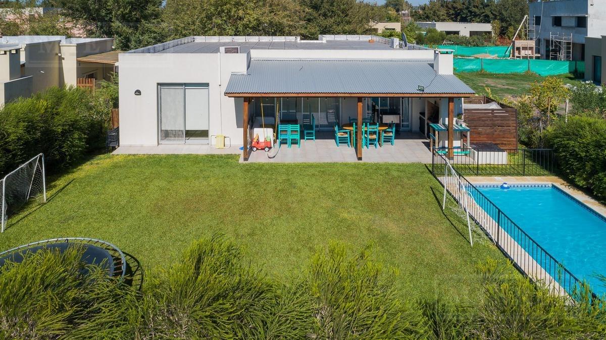 lindísima casa en venta en  la comarca 1 planta
