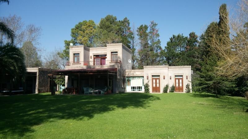 lindisima, casa excelente nivel constructivo!!