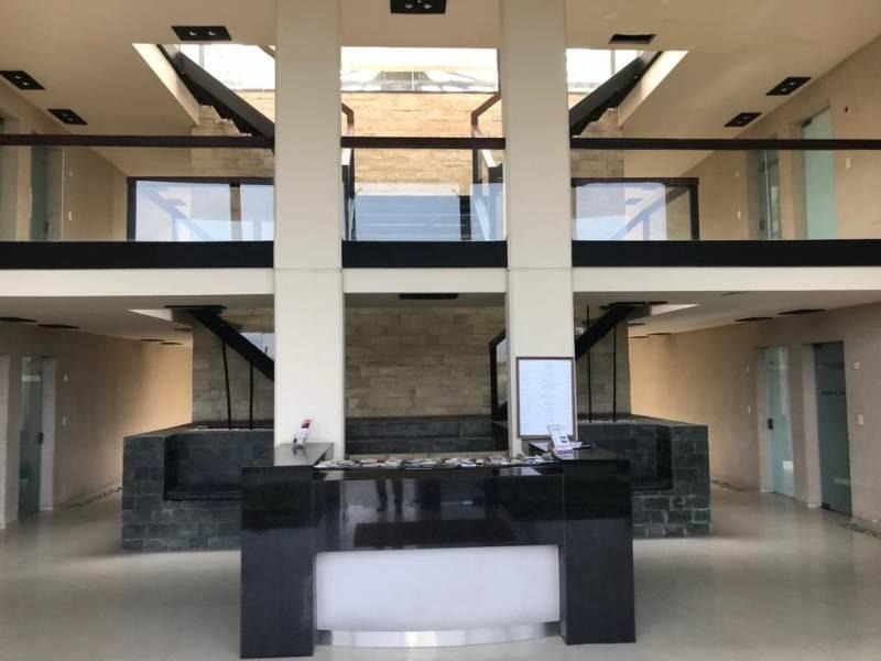 lindísima oficina con gran vista a metros del ingreso a nordelta