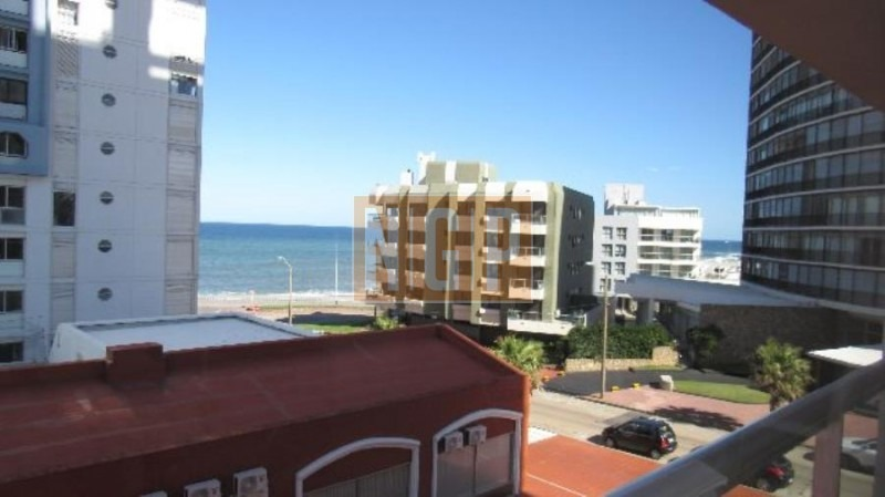 lindisima torre en peninsula con vista al mar -ref:25968
