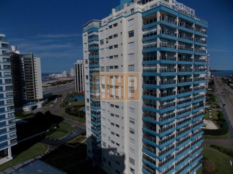 lindisimo edificio con todos los servicios frente al mar-ref:1013