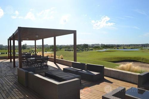 lindisimo terreno a la laguna en barrio islas, orientacion ne y vista al golf!