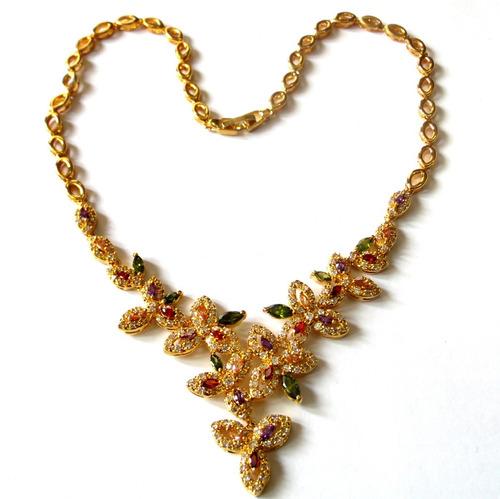 lindíssimo colar banhado a ouro com gemas naturais.