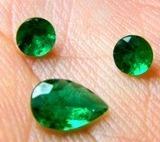 lindissimo conjunto de esmeraldas raras  frete gratis