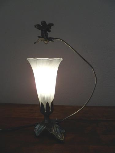 lindo abajur  de mesa com tulipa murano    cod ot855