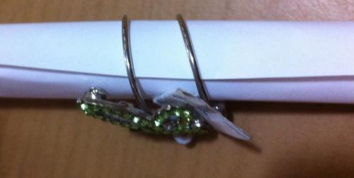 lindo anel e broche de libelula em metal com strass verde