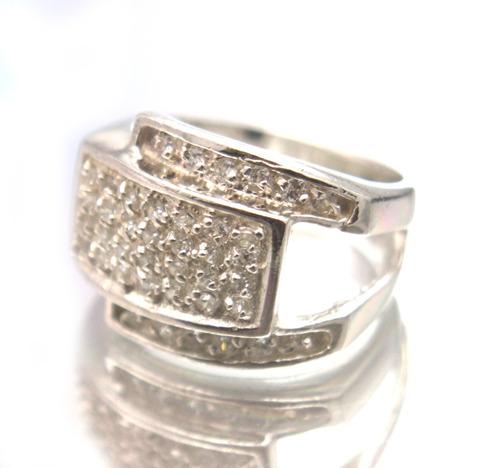 lindo anel em prata 925 com zircônios aro 15 - g291