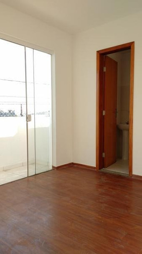 lindo apartamento com 02 quartos, sendo 01 suíte, sacada