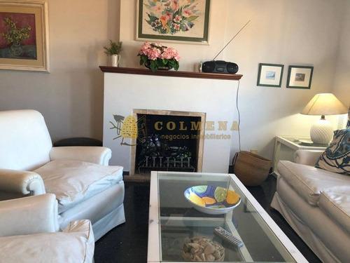 lindo apartamento en emblematico edificio frente a la plaza de punta del este - ref: 776