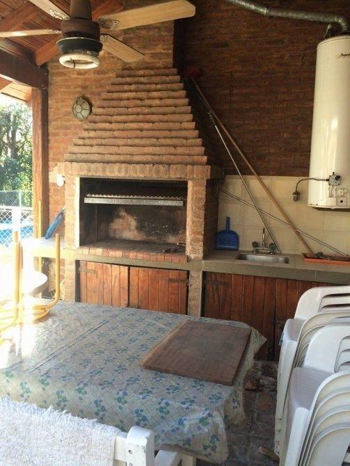 lindo chalet con piscina en venta en country venado 2