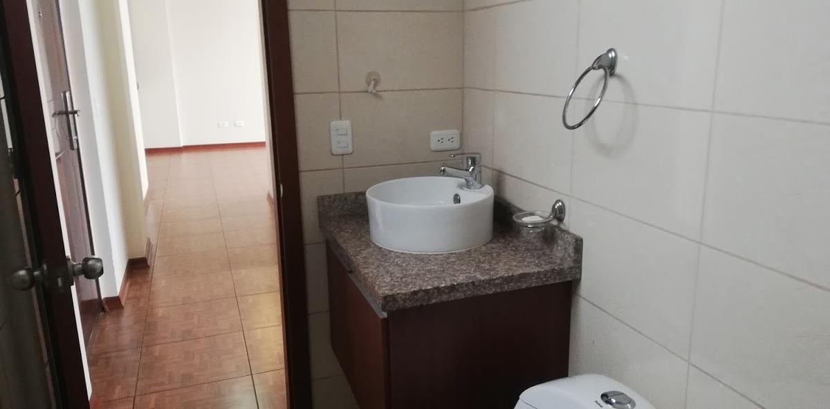 lindo departamento  dos dormitorios . cotocollao -0995780037