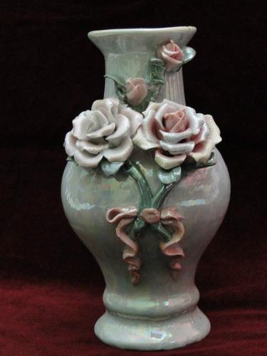 lindo florero tornasol con figuras de rozas.
