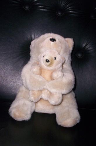 lindo peluche de mama oso con su bebe oso color beige