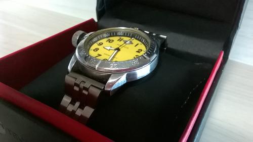 lindo relógio nautica  aço item  de colecionador  raro