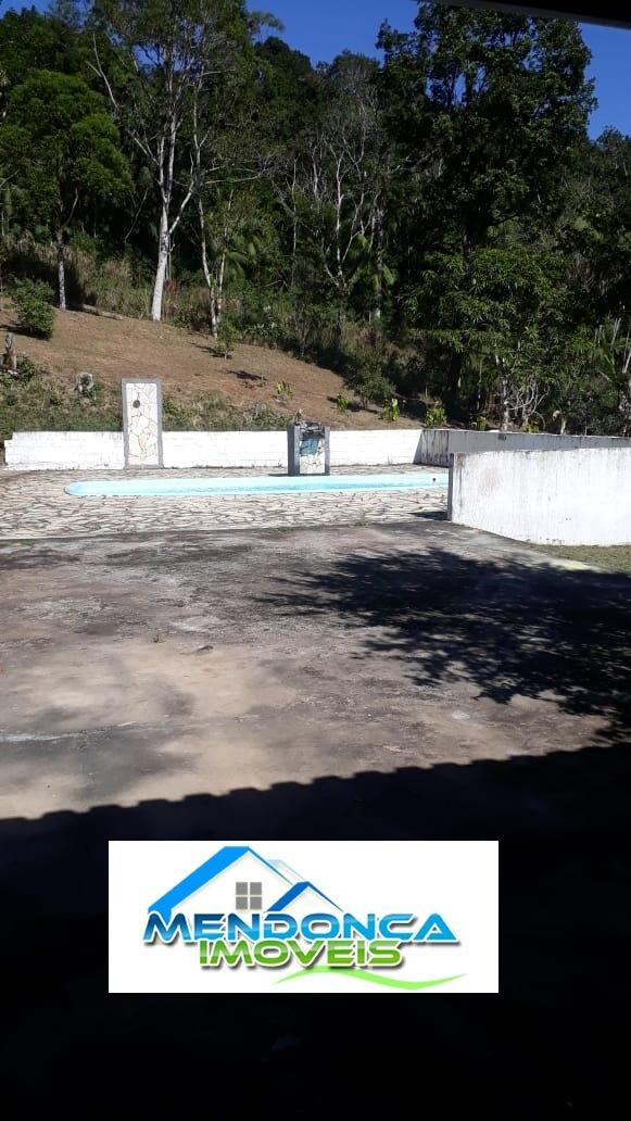 lindo sítio com piscina a 2 quilômetros da régis !!