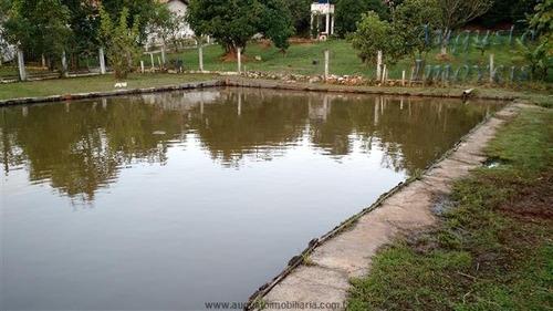 lindo sitio em bom jesus dos perdões com lago