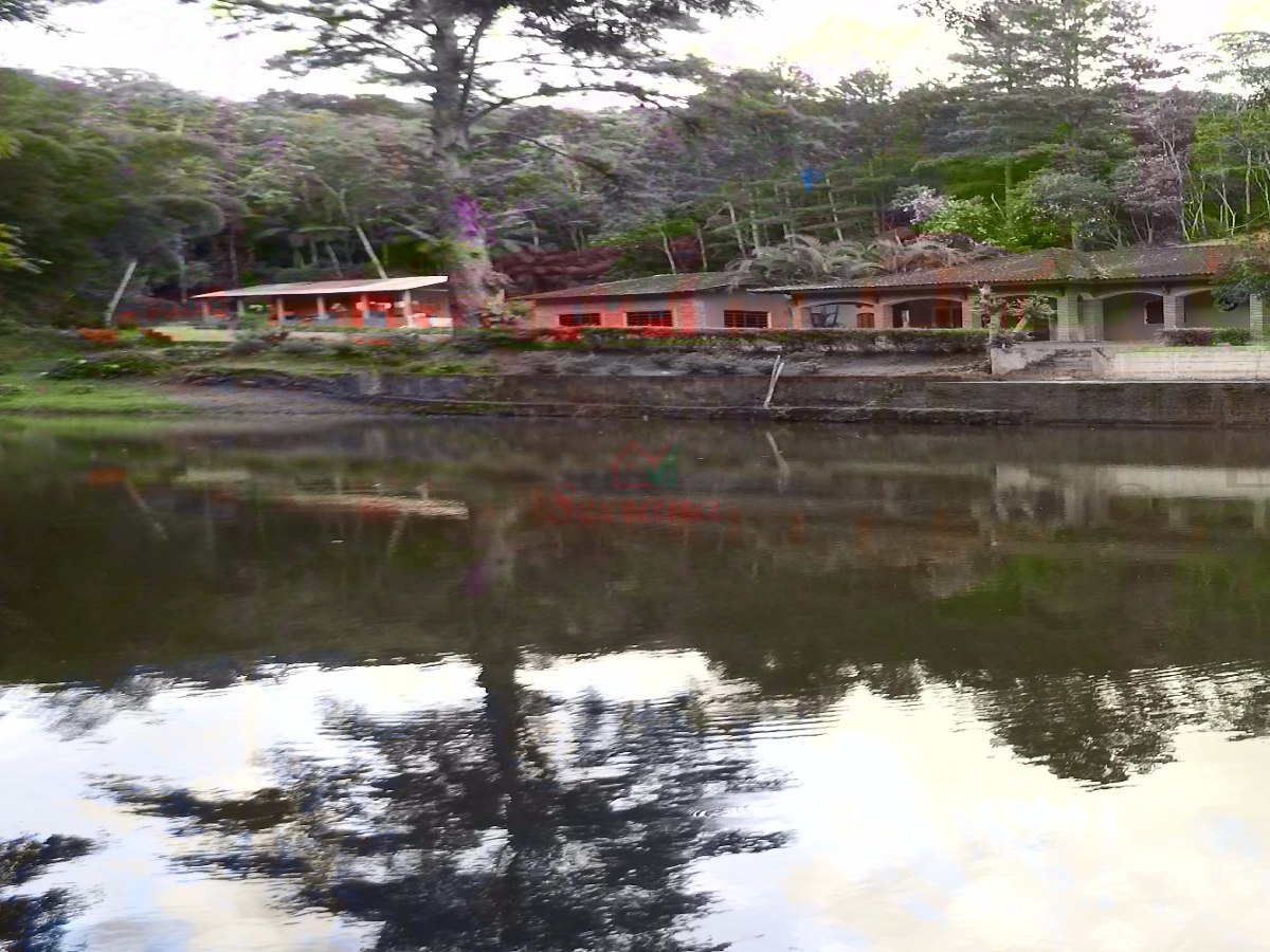 lindo sítio em juquitiba com grande lago bem localizado