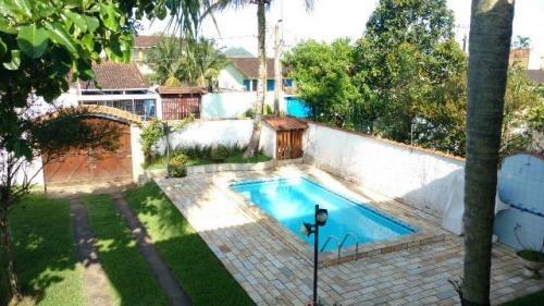 lindo sobrado, 4 quartos e piscina na praia!