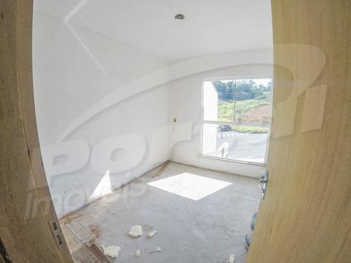 lindo sobrado  com sala e cozinha conjugada, 2 quartos, 1 banheiro, 1 vaga de garagem, área para churrasqueira, preparação para ar split, piso em porcelanato, paredes cal finadas, em loteamento tranq