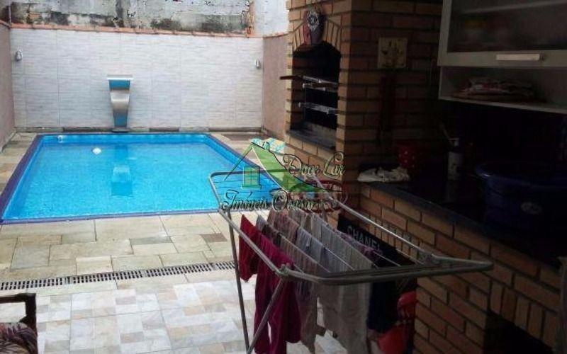 lindo sobrado de 3 dormitórios, quintal como churrasqueira e piscina.